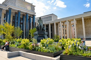 Special project: garden in front of the entrance to the Russian state library